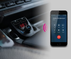 ABF01F Lifestyle_car_handsfree talking