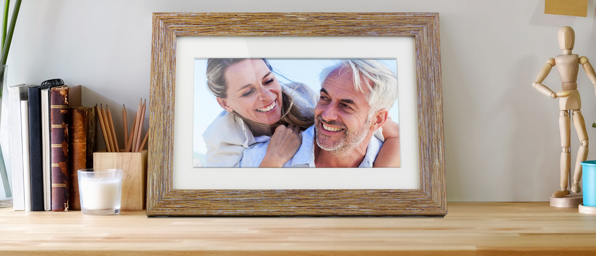 Share Your Best Memories with an Aluratek Distressed Wood Digital Photo Frame