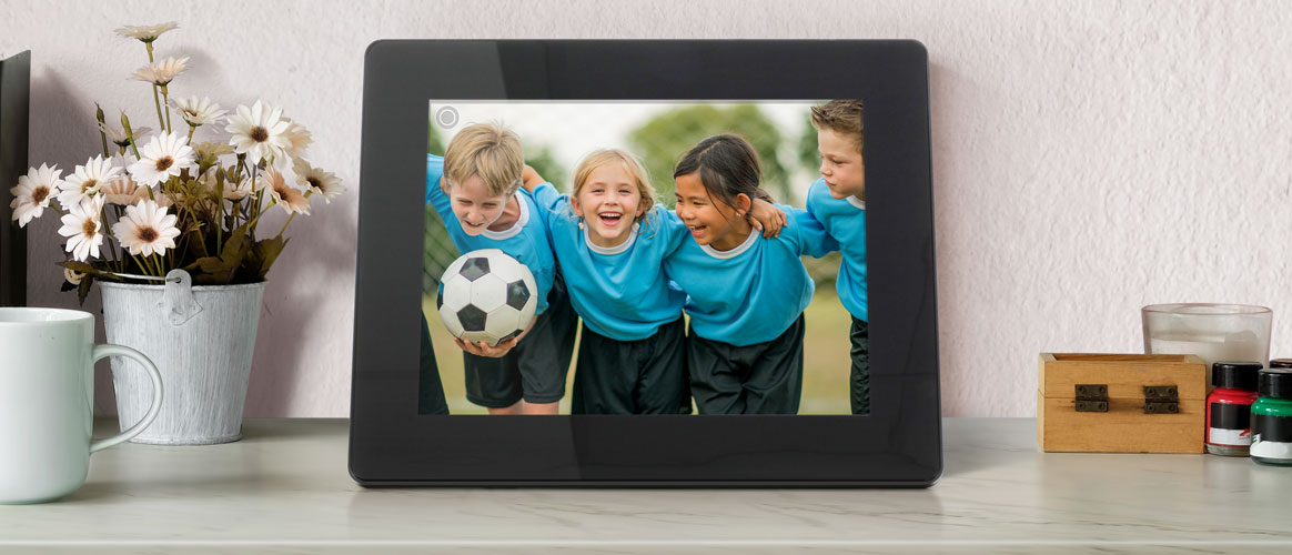 An Aluratek WiFi Digital Photo Frame makes the perfect gift for mom